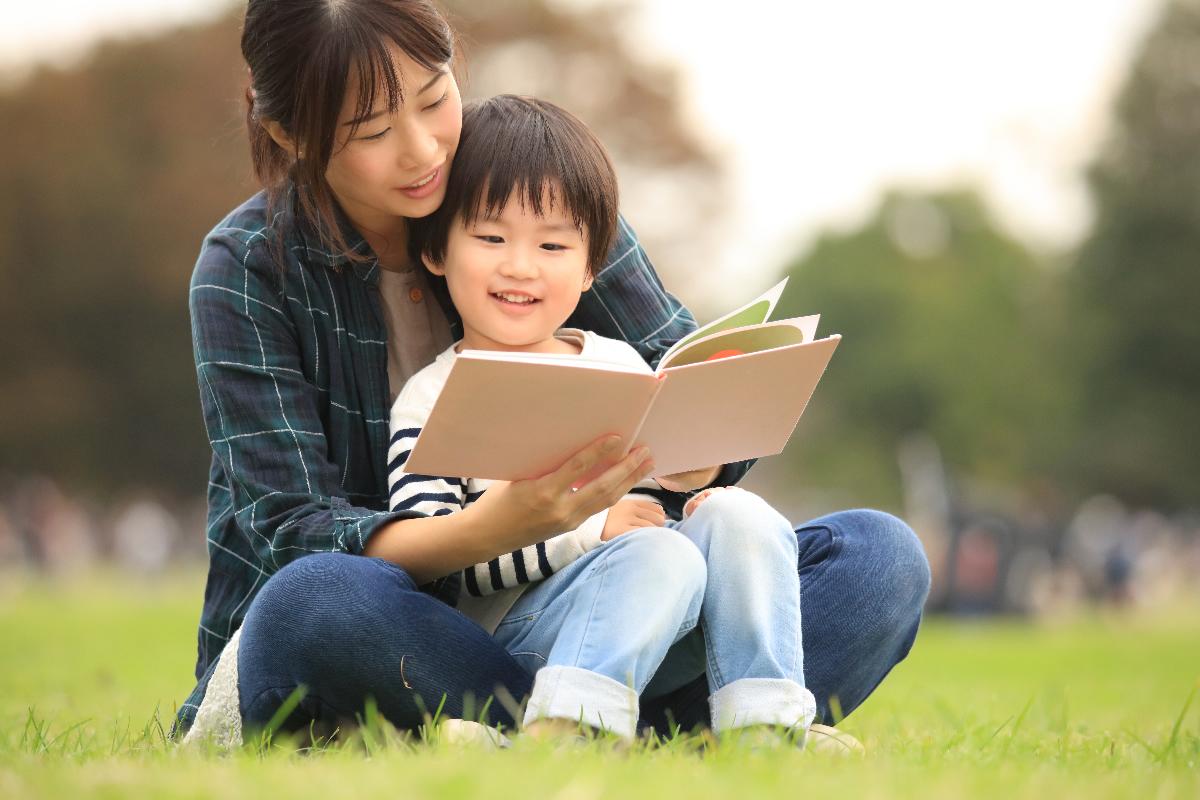 絵本の読み聞かせが子どもに与える、4つのメリット