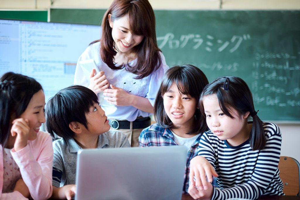 【社会全体で取組む】学習指導要領にも記載。プログラミング教育が重要な教育課題である理由